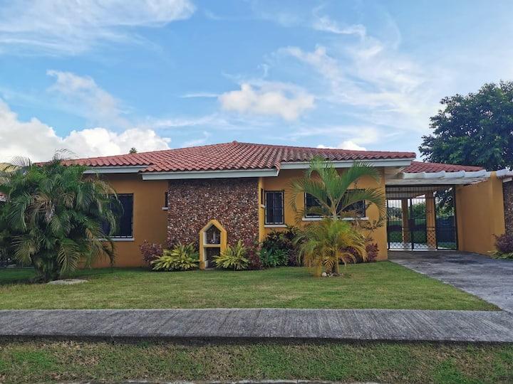 Villa PALACASA perfecta para disfrutar en familia