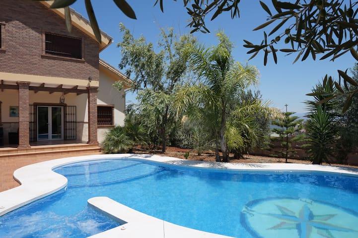 Villa Jorge, con piscina privada climatizada