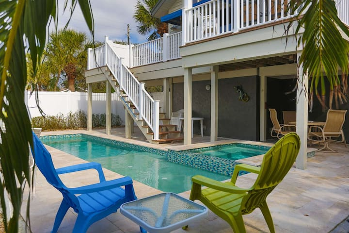Large Beach House in Historic Pass-a-Grille. Short Walk to Downtown. Private Pool.