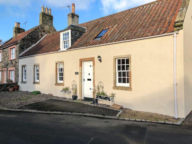 Jasmine Cottage, sleeps 6-7 near Elie, with garden