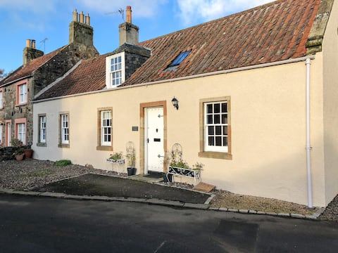 Jasmine Cottage, sleeps 6 near Elie, with garden