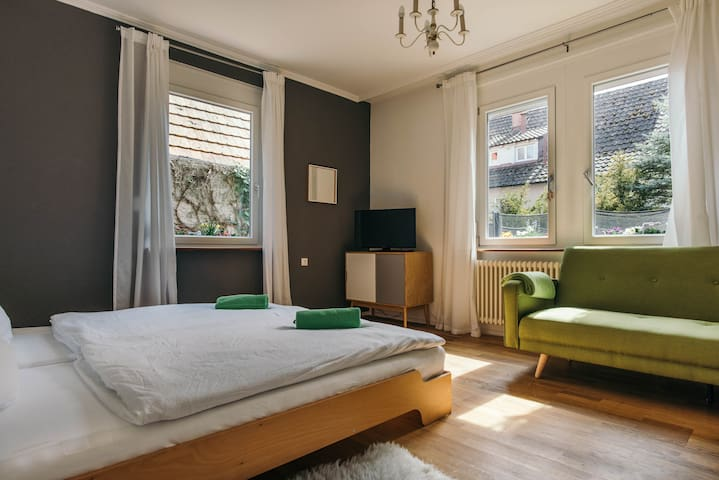 Gemütliches Zimmer mit TV | Garten | Nähe Uni - คอนสแตนซ์ - ที่พักพร้อมอาหารเช้า