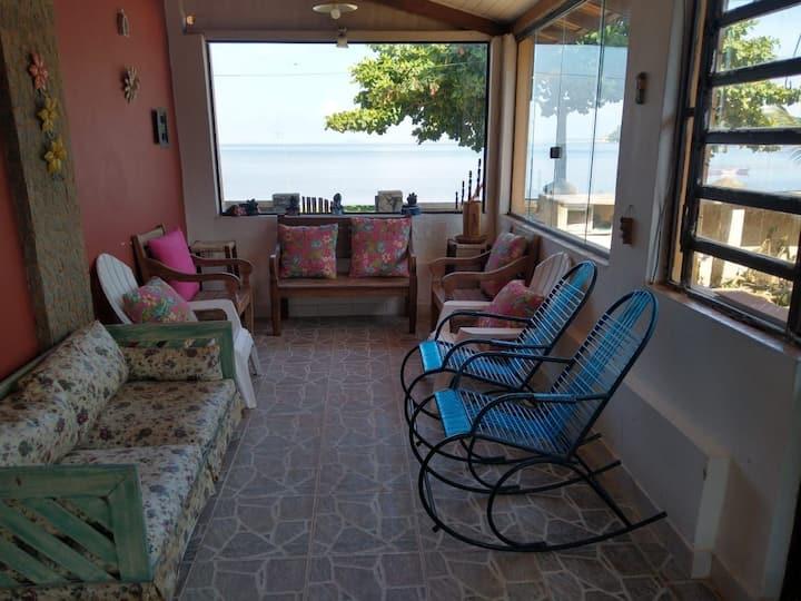 Casa em Paquetá 700m(casa+ quintal)frente a praia!