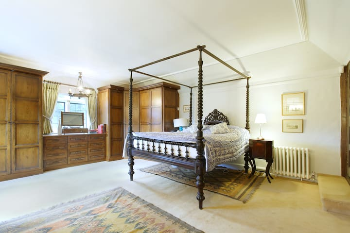 The Tabor Room, Harlington Manor - Harlington - House
