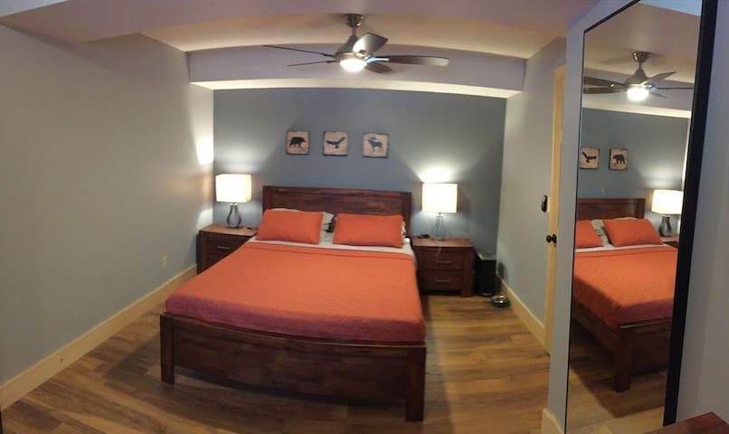 Bedroom 3 ( Ground Floor) Queen Size Bed.