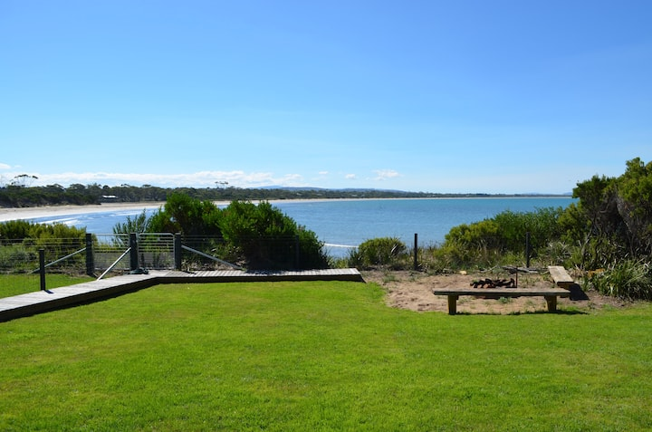 Bluff Cove - Beachfront Holiday House
