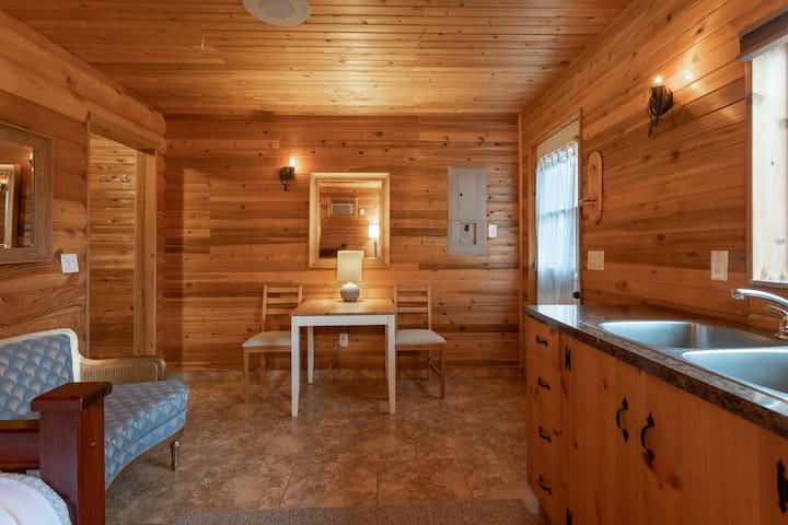 Log House Studio Retreat (pool and sauna)