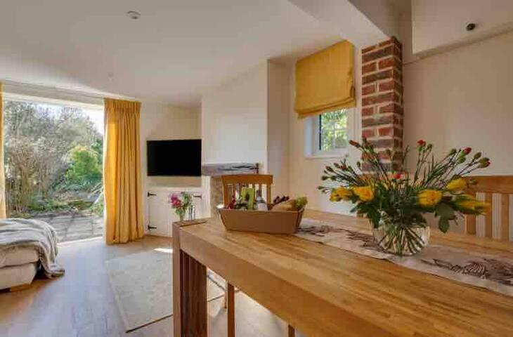 Stunning wealden cottage right by Bewl Water