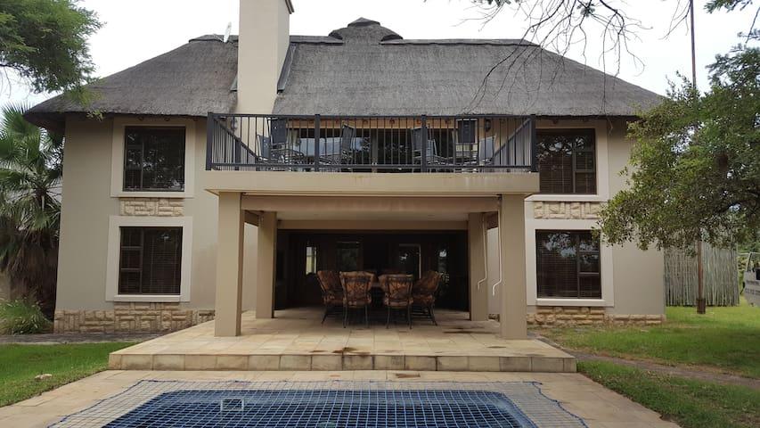 70 Zebula  (12 guests) - Bela Bela - South Africa
