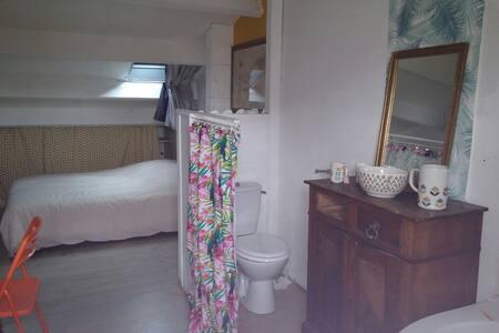 Grande chambre avec bain, WC et jolie vue - Sète - House