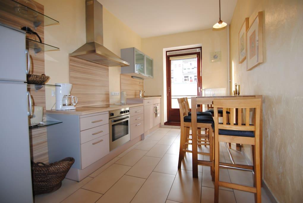 SYDNEY Küche mit Balkontür