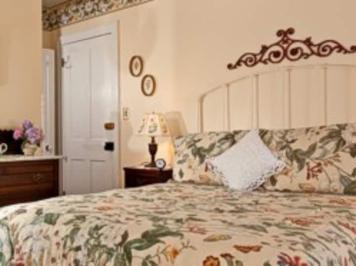 Virginia Room - Brickhouse Inn