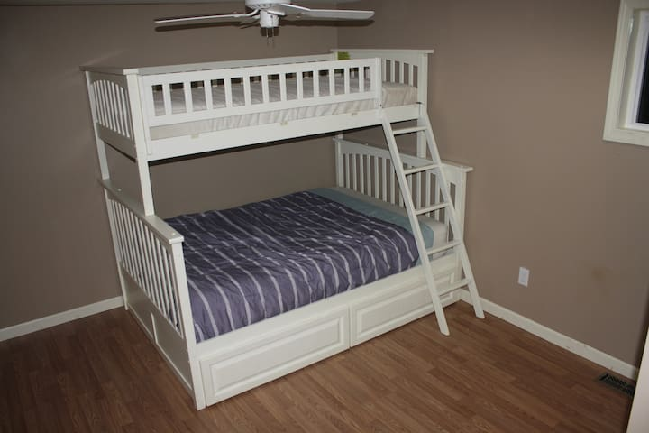 Private Room with Bunk Bed in Mobile Home - Fairview - Casa