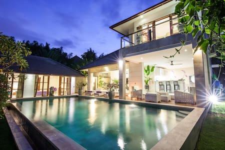 3BR Designer villa near the beach