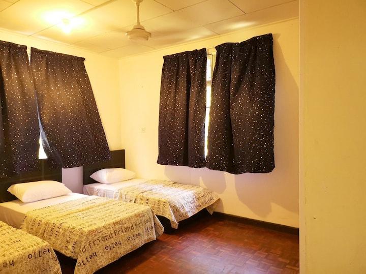 Lele Seaside Villa Tanjung Aru - Triple Bedroom