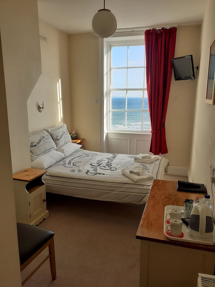 Bed and Breakfast by the sea Room 7