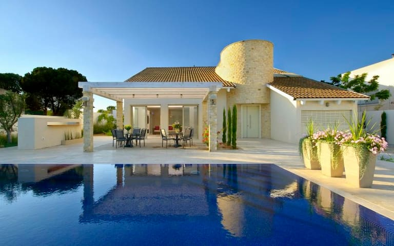 Luxurious villa with full size pool - Caesarea - Villa