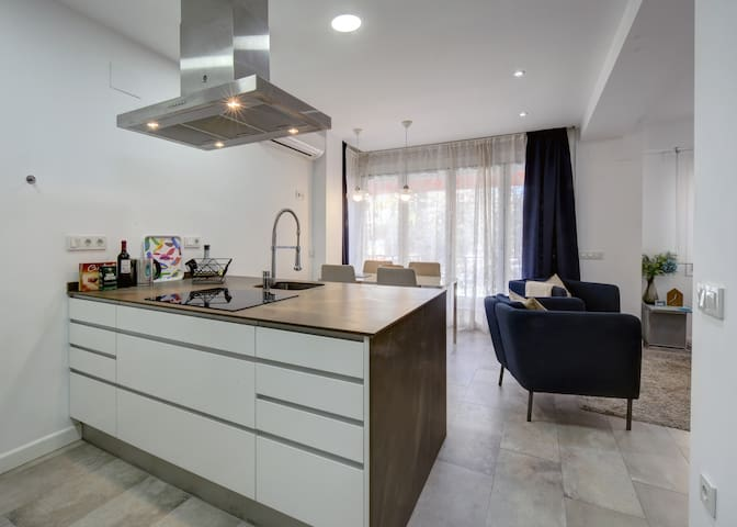 Contemporary 2 bed apartment in central Marbella