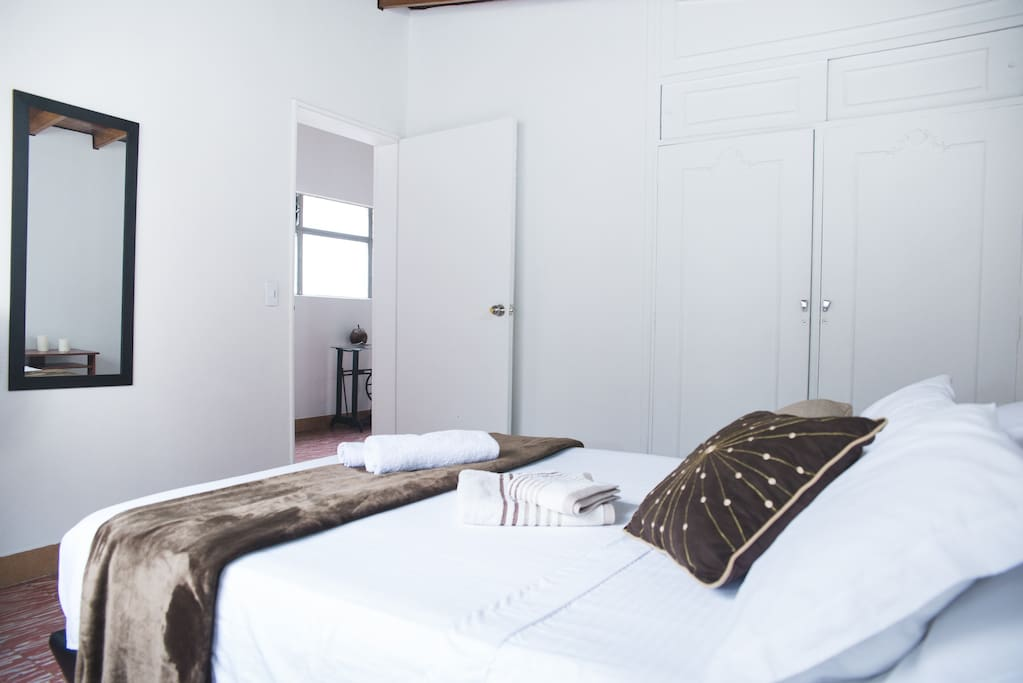 Great Private bedroom  and priv bathroom. Double bed, closet, night stand, workspace, private bath & shower! (hot water available)