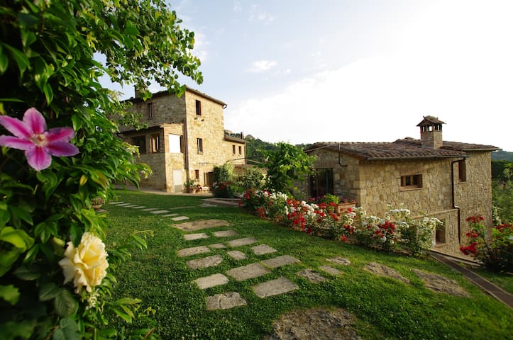 Fantastic villa with luscious park and scenic pool - Montepulciano - Villa