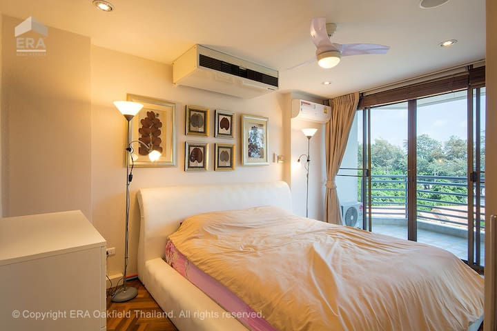Master bedroom with beach and sea view