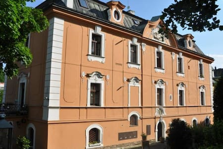 Villa next to the 18th century castle with parking - Prague