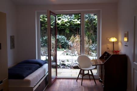 Gemütliche Wohnung am Waldrand im Dichterviertel