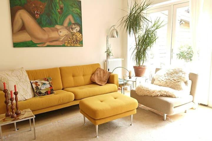 Mooie rustige kamer in artistiek huis met tuin!