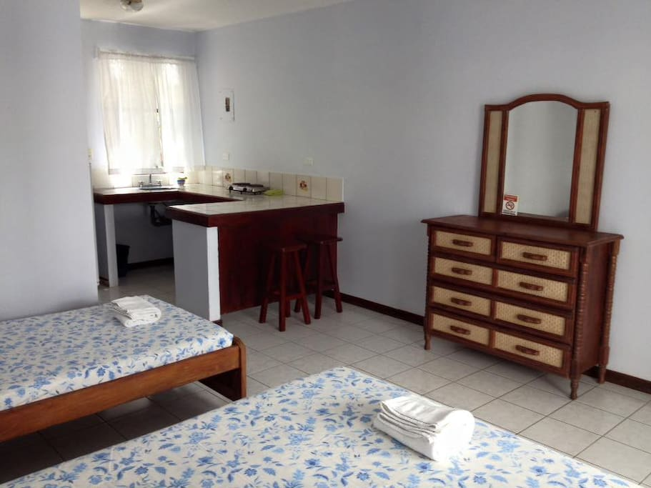 Room with kitchenette close to the beach!
