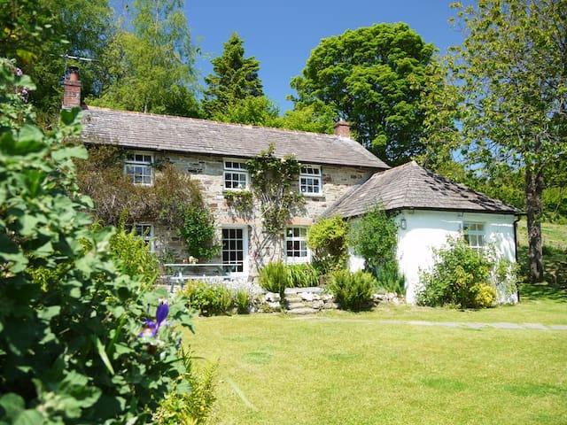 Artist's Retreat - Classic Cornish Cottage - Withiel - Hus