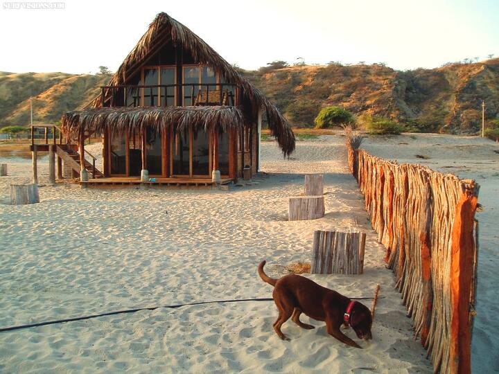 Beach cabin in Canoas de Punta Sal