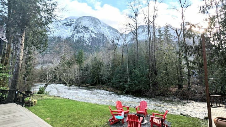 Snoqualmie River Retreat