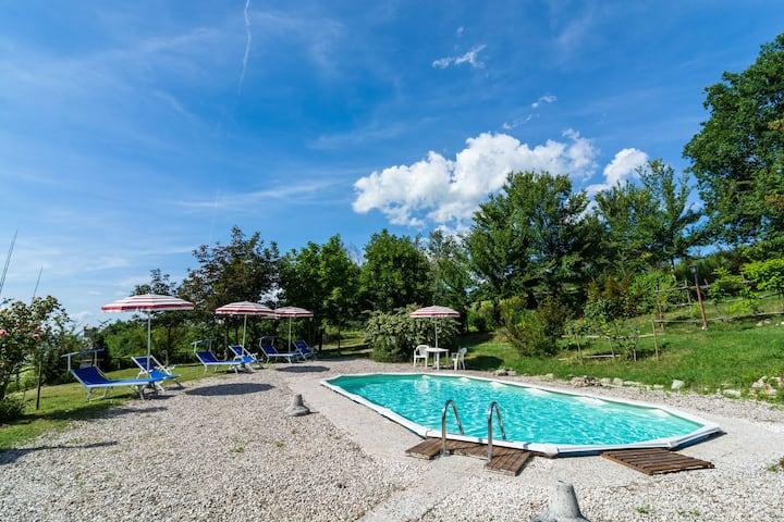 Hermosa casa de vacaciones cerca de Cagli con piscina