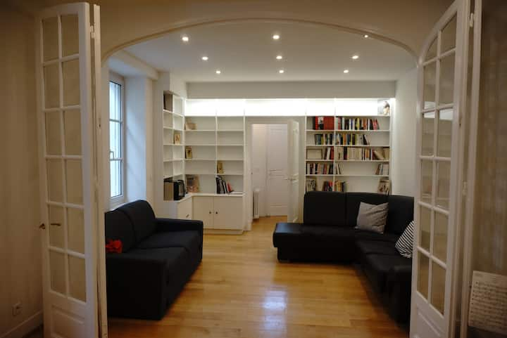 Spacious and peaceful studio in central Paris