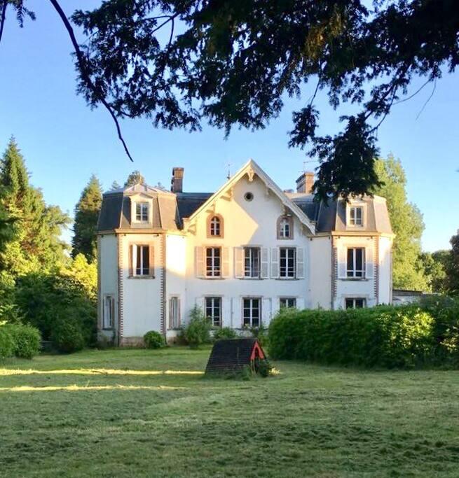 Le Chateau de Montvason  . . .