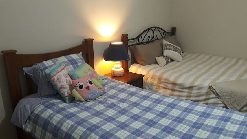 Geelong West Double room,Close to Pakington Street