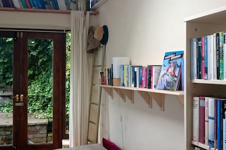Sunny first floor garden flat in central Bristol - Bristol