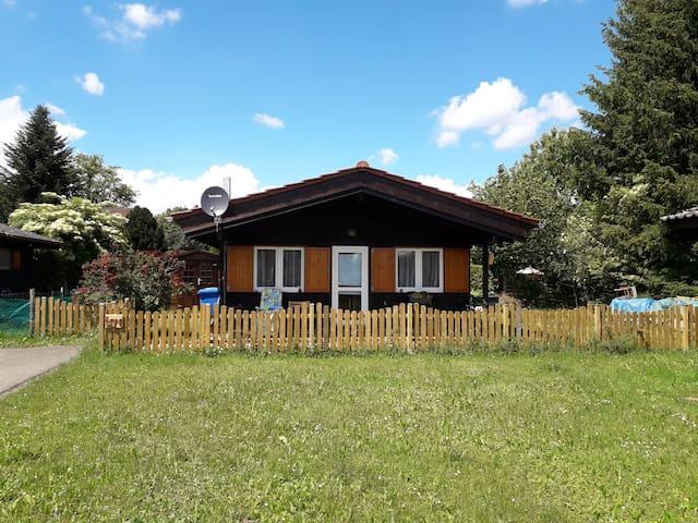 gemütliches kleines Holzhaus