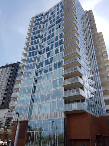 Riverfront Urban Living East Village - Calgary - Leilighet