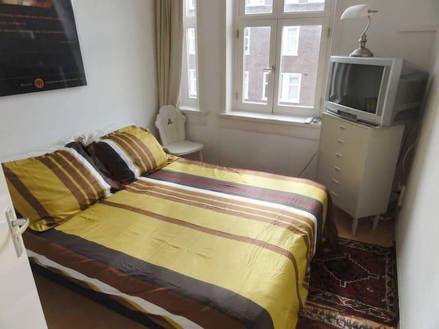 Private room, centre city...