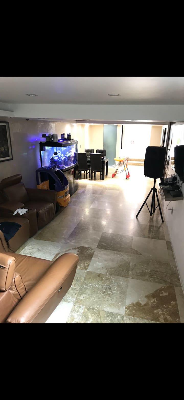 Hermosa casa con espacio de salón