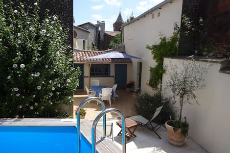 Charming house in hilltop village - Escueillens-et-Saint-Just-de-Bélengard - บ้าน