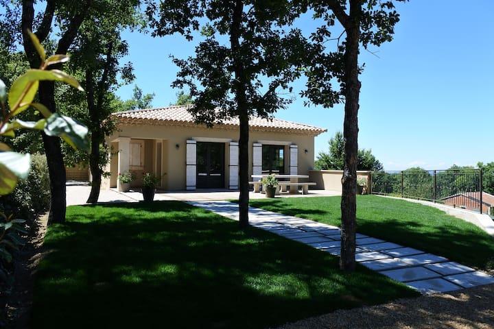 Villa spacieuse et moderne avec piscine privée