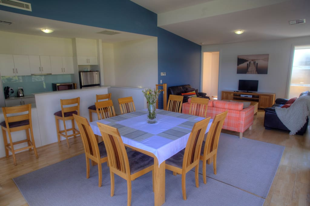 Open plan dining and lounge