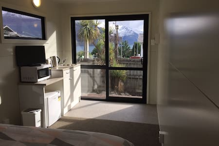 Your own private place just 8 mins walk to town - Queenstown