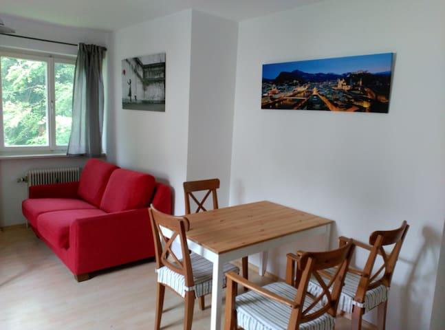 Schöne helle Wohnung in ruhiger Gegend