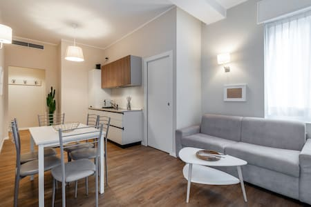 DUOMO12- Exclusive Apartment for 6 People