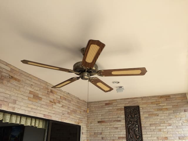 ventilateur de  plafond au balcon