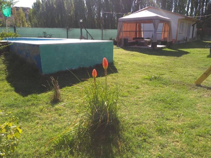 Casa quinta con piscina cercana a Neuquén capital.