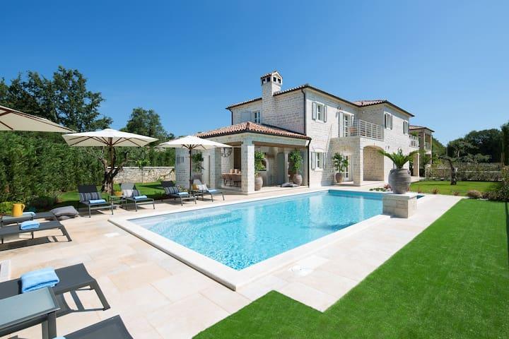 Luxury villa Elena with private ECO & sport resort - Ladići - Villa